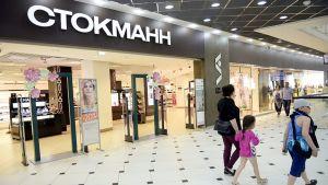 Stockmannin myymälän sisäänkäynti Venäläisessä ostoskeskuksessa.