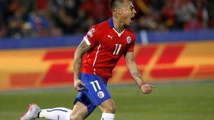 Chilen Eduardo Vargas tuulettaa