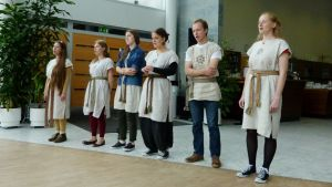 Liettualainen kansanmusiikki- ja tanssiyhtye Ratilio esiintyi Sommelossa.