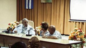Kuuban entinen johtaja Fidel Castro maan elintarvikeministeriön järjestämässä tilaisuudessa Havannan lähistöllä.