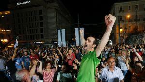 Ei-puolen kannattajat juhlivat Ateenassa.