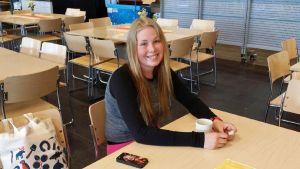 Alokas Wilma Ruotsalainen aloitti asepalveluksensa maanantaina Rovaniemellä ilmatorjuntapatterissa.