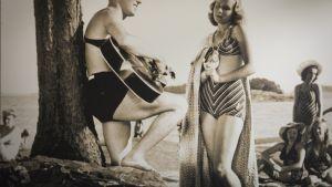 Olavi Virta ja Kyllikki Forsell elokuvassa Nuoria ihmisiä vuonna 1943.