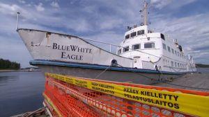 Blue White Eagle laiturissa