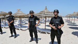 Tunisian turvallisuuspalvelun henkilöstöä.