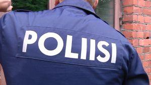 Poliisin selkä