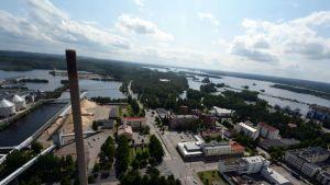 Varkauden keskustaa ja Stora Enson tehdasaluetta ilmasta.