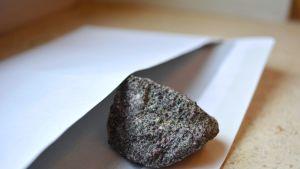kivi löytyi lenkkipolulta, siinä on granaattia