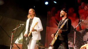Mikko Von Hertzen ja Kie Von Hertzen soittavat kitaraa