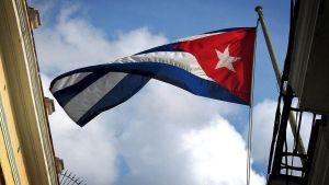 Kuuban lippu liehuu tuulessa.
