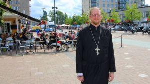Joensuun ortodoksisen seurakunnan uusi kirkkoherra Tuomas Järvelin.
