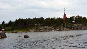 Kuvassa on Mässkärin rannikkoa.