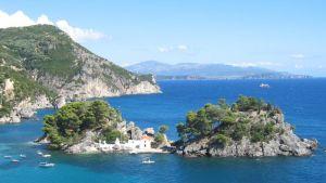 Kreikkalainen Panagian saari Pargan rannikolla.
