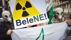Ydinvoimalan vastainen mielenosoitus Sofiassa, Bulgariassa, maaliskuussa 2011.