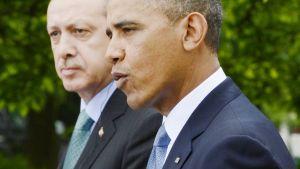 Recep Tayyip Erdoğan Barack Obama tiedotustilaisuudessa Washingtonissa.
