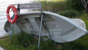 Pelastusvene Laukaan satamassa.