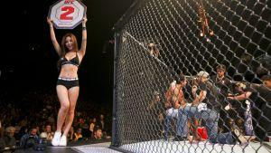 UFC-ottelun toinen erä alkamassa.