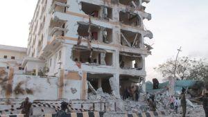 Ainakin kymmenen ihmistä kuoli al-Shabaabin iskussa Jazeera-hotelliin Mogasihussa.