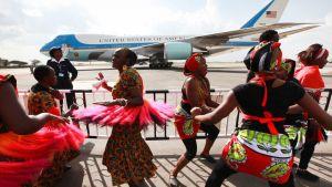 Tanssijat esittivät perinteisiä kenialaisia tansseja Yhdysvaltain presidentin Barack Obaman saapuessa Etiopian lentokentälle 26. heinäkuuta.