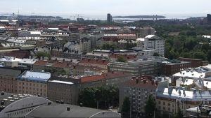 Helsingin keskusta Olympiastadionin tornista kuvattuna.