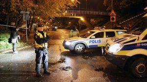 Ruotsalainen poliisi partio kadulla Malmössä.