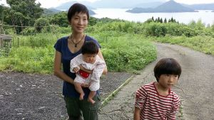 Osamu Yamashita perheineen muutti Kyuskun saarelle Tokiosta Fukushiman onnettomuuden jälkeen.