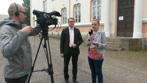 Kajaanin kaupunginjohtaja Jari Tolonen tv-haastattelussa