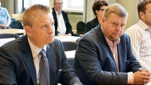 Puolustusasianajaja Markus Kokko ja päämies Pekka Perä.