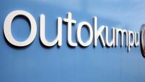Outokummun logo yhtiön pääkonttorilla Espoossa.