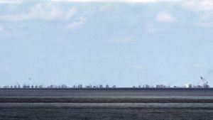 Riutalla rakennettaan Spratlysaarilla.