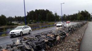 Autoja Kuopion Saaristokadulla