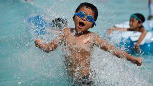 Lapset leikkivät tokiolaisessa vesipuistossa