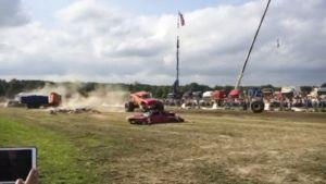 Videolta napatussa still-kuvassa näkyy, kuinka etupyörä sinkoutuu katsomoon Powerparkissa 8. elokuuta.