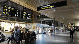 Gardemoenin lentokentän lähtöaula 19. joulukuuta 2012.