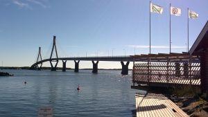 Raippaluodon silta Mustasaaressa.