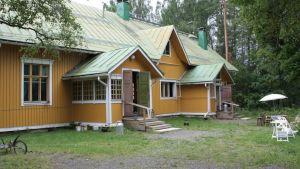 Päivilän tilalla Liperissä vaalitaan Sylvi-Sanni Mannisen perintöä.