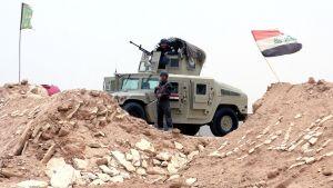 Irakilaissotilaat vartioimassa tukikohtaa lähellä Ramadin kaupunkia.