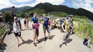Suomen joukkueen partiolaiset vierailevat Fuji-vuorella.
