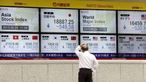 Tokion pörssin infotauluja.