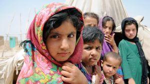 Afganistanilaisia lapsia maan sisäisellä turvaleirillä Balkhin maakunnassa.