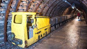 Kuvassa vanha kaivosjuna Wałbrzychin kaivoskeskuksessa Puolassa.