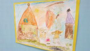 Lapsen piirros seinällä