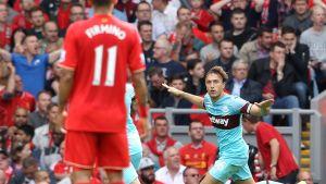 West Hamin Mark Noble juhlii maalia Liverpoolia vastaan.