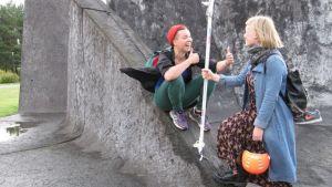 Liisa Ruusukallio ja Ella Toivanen.
