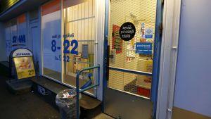 Kaupan ovi Kankaantaassa.