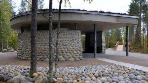 Möhkön Öykkösenvaaran näyttelyrakennuksessa voi tutustua Ilomantsin taistelujen historiaan.
