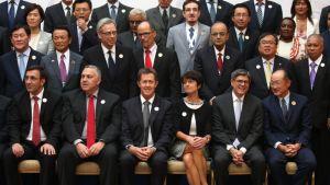 G20-ryhmän valtiovarainministerit ja työministerit yhteiskuvassa Turkin Ankarassa.