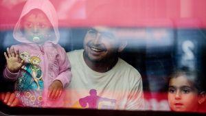 Turvapaikanhakijoita saapumassa Müncheniin lauantaina.