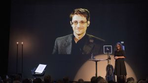 Snowdenille myönnettiin lauantaina Norjan Bjørnson-akatemian sananvapauspalkinto, ja hän puhui palkintoseremoniassa videopuhelimen kautta.