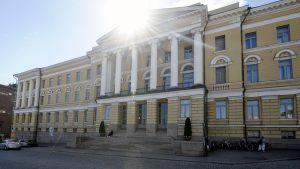 Helsingin yliopiston päärakennus.